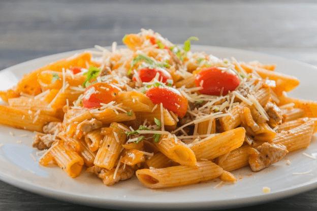 پاستا لیمویی با مرغ یک انتخاب غذای سالم و سریع برای دورهمی